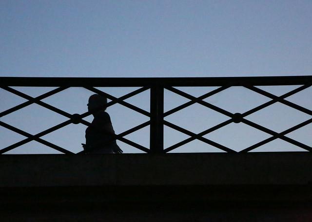 Une ombre sur le pont