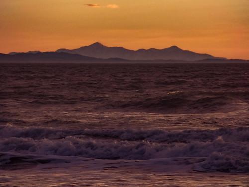 orange mauve purple newzealand nz southisland canterbury christchurch waves sea pacific ocean surf southernalps winter sunrise dawn twilight