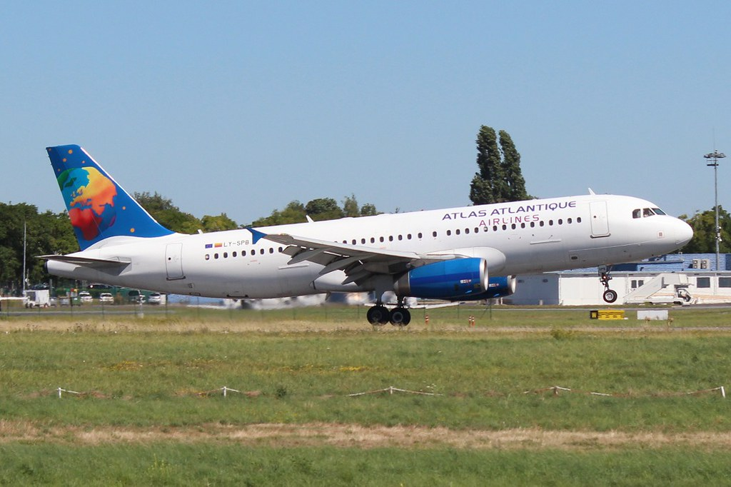 Atlas Atlantique Airlines (Small Planet) A320 LY-SPB (BVA)
