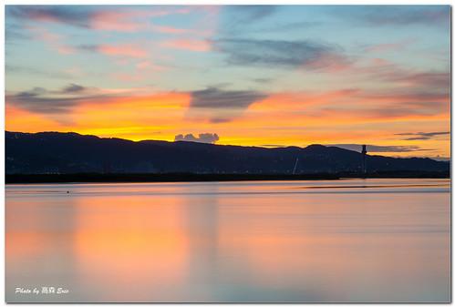 morning sky clouds sunrise nikon taiwan rays stool 台灣 雲 天空 freshwater d800 淡水河 日出 水沙連 五股 早晨 霞光 247028g 釣台 fiveshueishalian