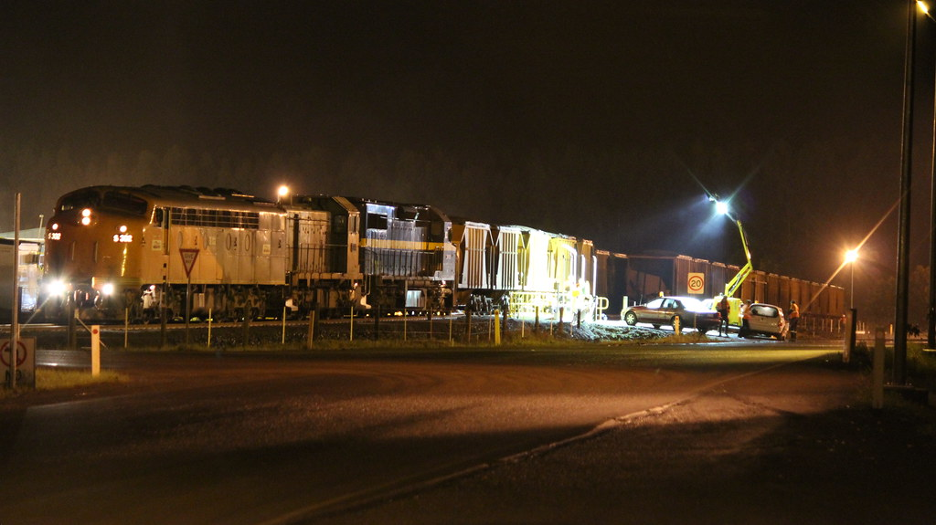 S302 T386 and C501 dump their load of mineral sand for processing in Hamilton by bukk05