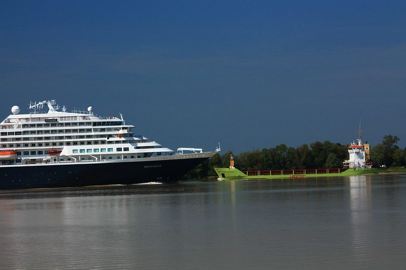 ms Prinsendam leaving Bordeaux - Karin Lehmann - 09 septembre 2012