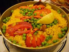 土, 2012-10-06 20:02 - Paelha À Valenciana Traditional seafood combination of lobster, clams, mussels, shrimp and scallops with chicken, pork and Portuguese sausage. Served in yellow rice