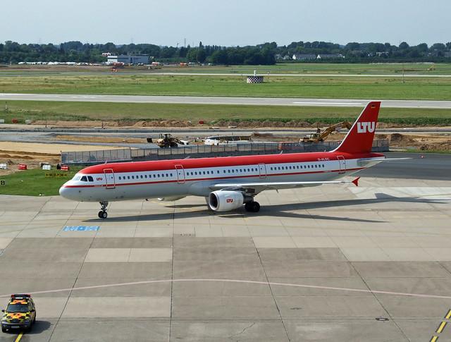 LTU International Airways Airbus A321-211 D-ALSC