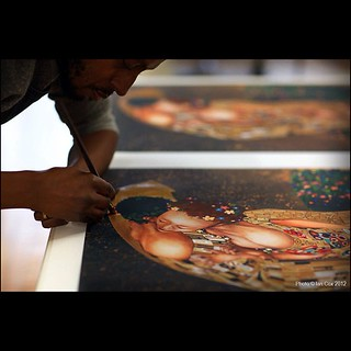 #mode2 in the #studio adding the hand finishes to his #print 'More than just a Kiss' #klimt #wallkandy #art