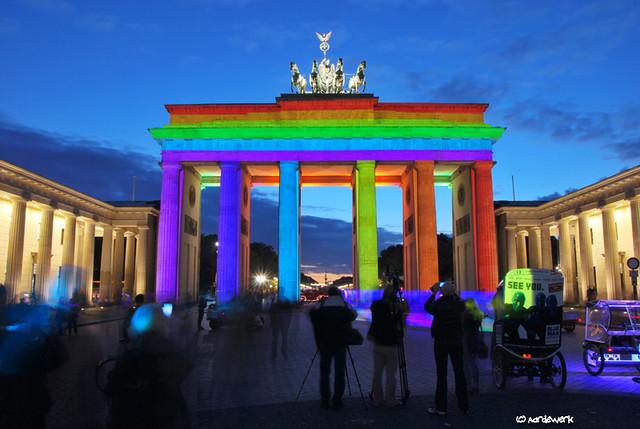 Blue men see you at the Brandenburger Tor (+1)