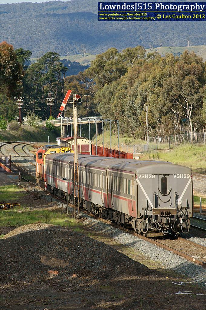 N462 at Broadford by LowndesJ515