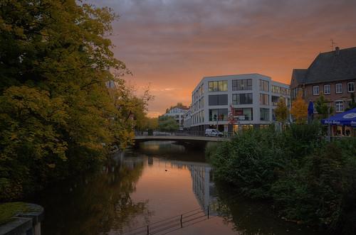 autumn sky clouds sunrise river dawn village herbst himmel stadt canoneos350d sonnenaufgang hdr vechte nordhorn photomatix flus grafschaftbentheim