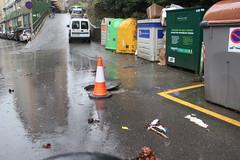 En la imagen se puede ver una de las arquetas de Okin Zuri que se han tenido que dejar abiertas para evitar atascos