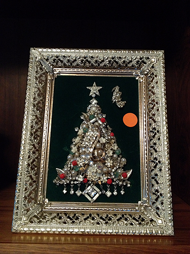 Jewelry Christmas Trees.Vintage Jewelry Christmas Tree Art At A Moving Sale