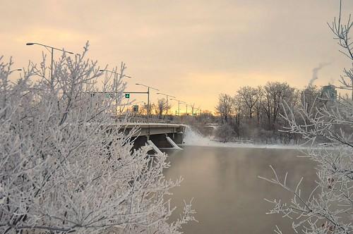 morning bridge winter light sky snow ontario canada cold ice water sunrise river island frost view traffic quebec ottawa horizon scene champlain icy bate beyondhue