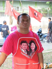 red shirt food vendor