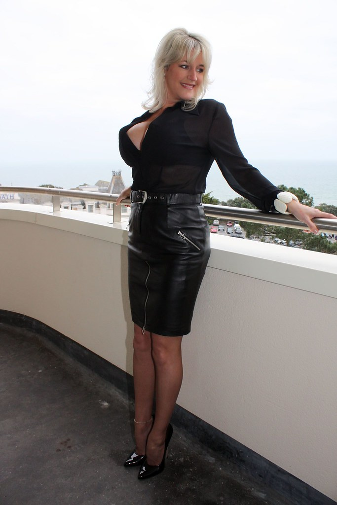 Hot Classy Super Blonde Milf With Massive Boobs, In Pvc Sk -7063