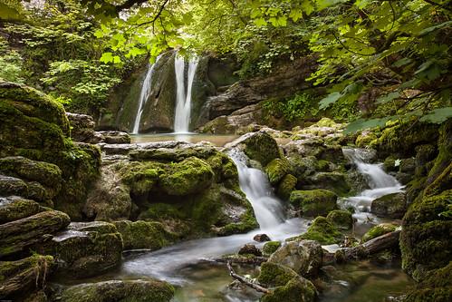 yorkshire yorkshiredales malham gordale waterfall foss janetsfoss stream fairypool