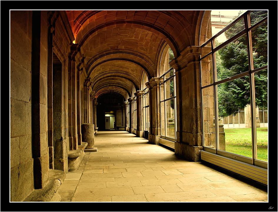 Gaudeamus Claustro De La Facultad De Geografia E Histor Flickr