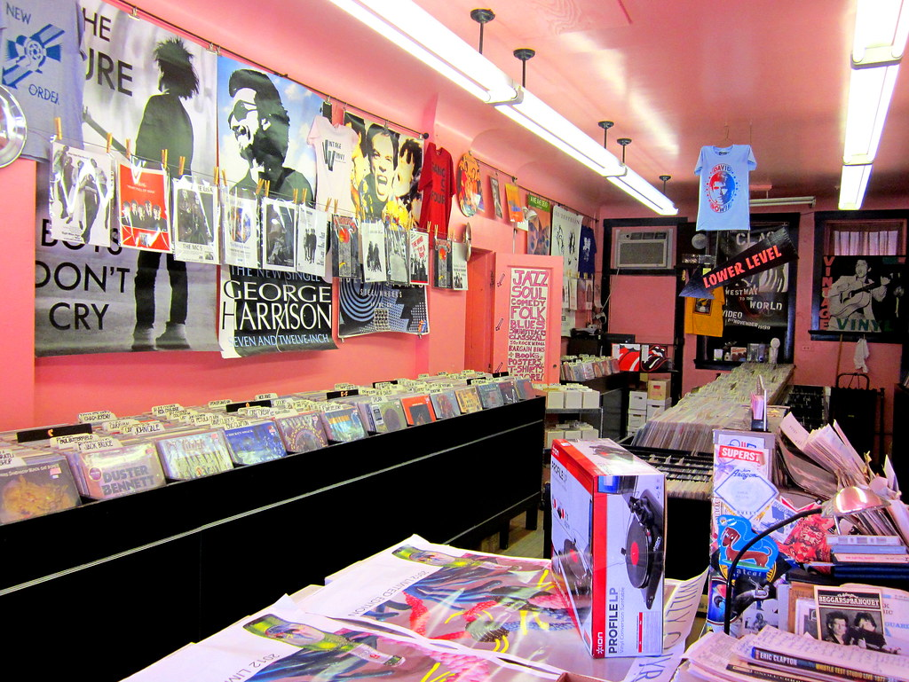 USA Vintage Vinyl record store in Evanston Il near Chicago