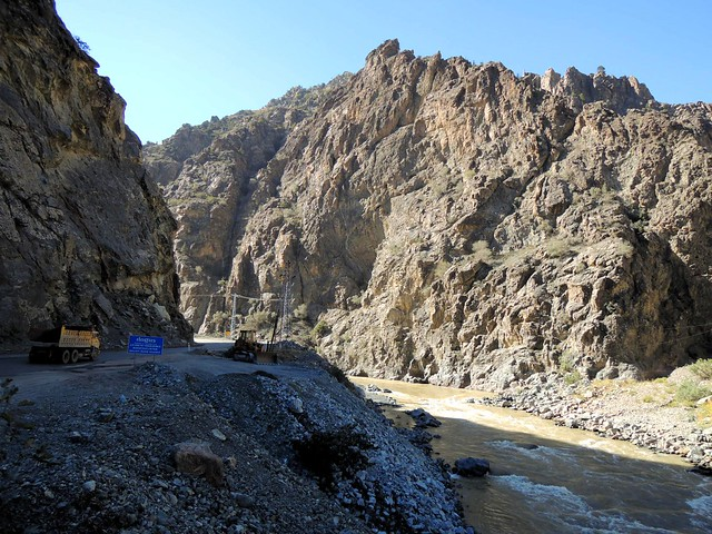 A beautiful canyon and lots of construction for many, many miles by bryandkeith on flickr