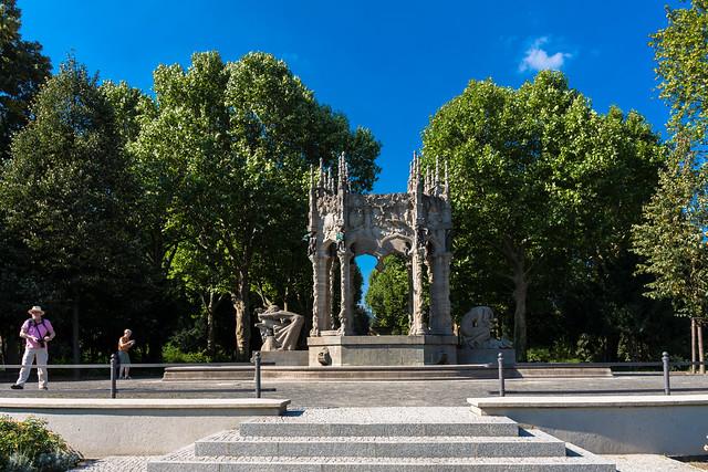 Der Märchenbrunnen im Von-der-Schulenburg-Park in Neukölln