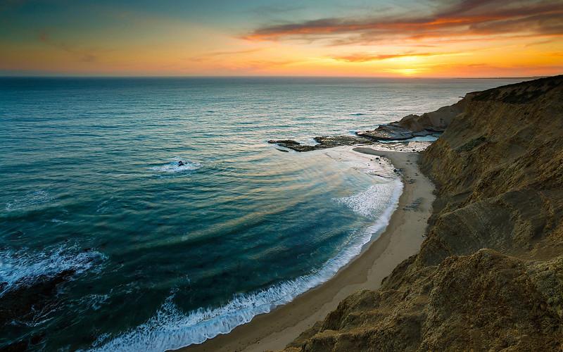 море на закате дня