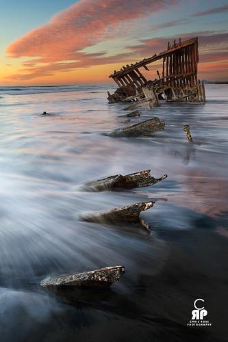 ocean water oregon boat waves shipwreck rusted astoria decayed warrentonoregonunitedstates