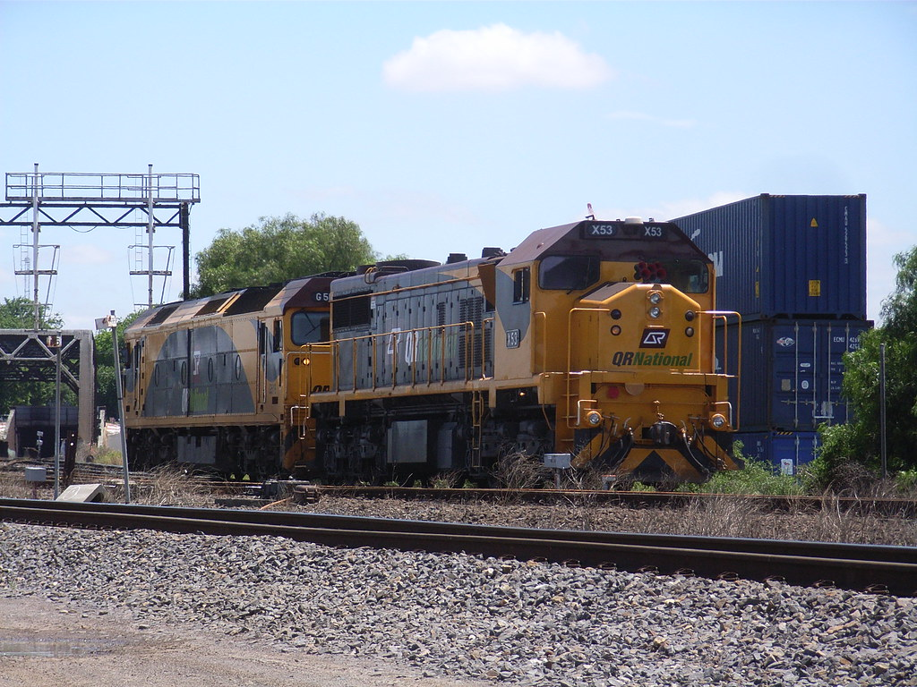X53 and G516 make there way to North Dynon by bukk05
