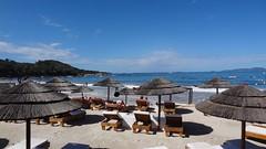 Пляж у ресторана