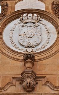 Guadix (Granada). Catedral. Fachada de la Anunciación. Escudo