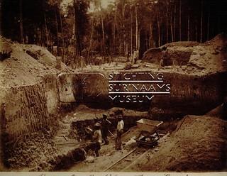 Ravijn Sluice Royal | by Stichting Surinaams Museum
