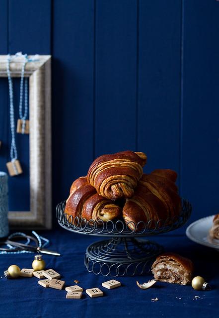 Two-color croissant