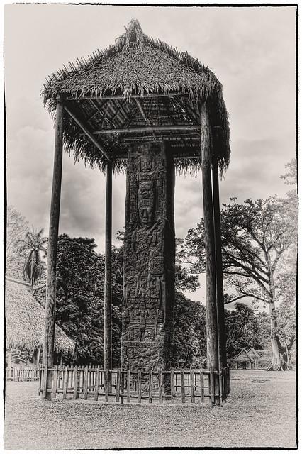 Quiriguá GCA - Stela E, depicting K'ak' Tiliw Chan Yopaat holding a God K sceptre 03
