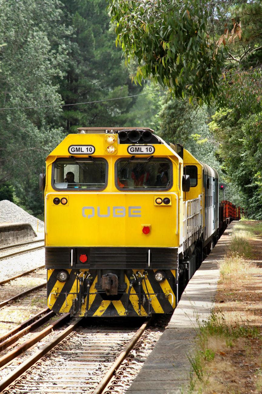 GML10 4M12 Loaded ARTC Rail Train Mt Lofty Loop 04 12 2012 by Daven Walters