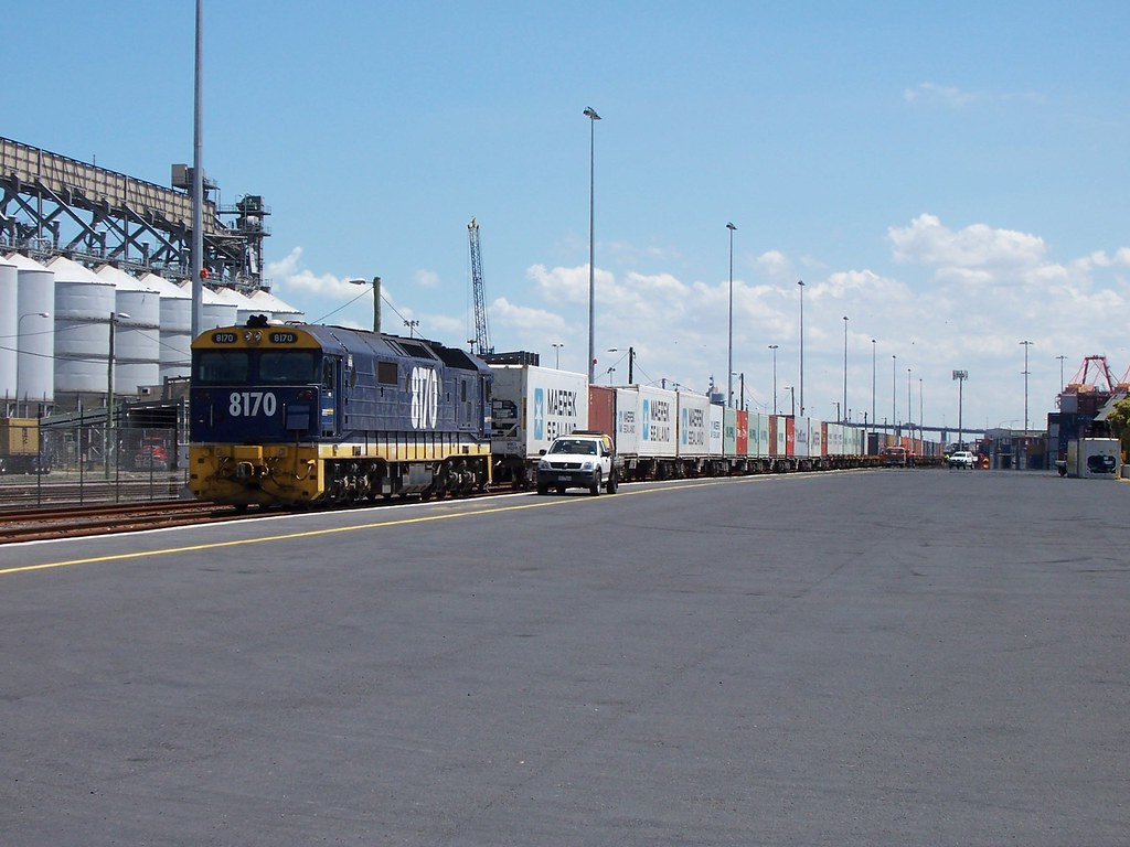8170 at Appleton Dock by Alan Greenhill