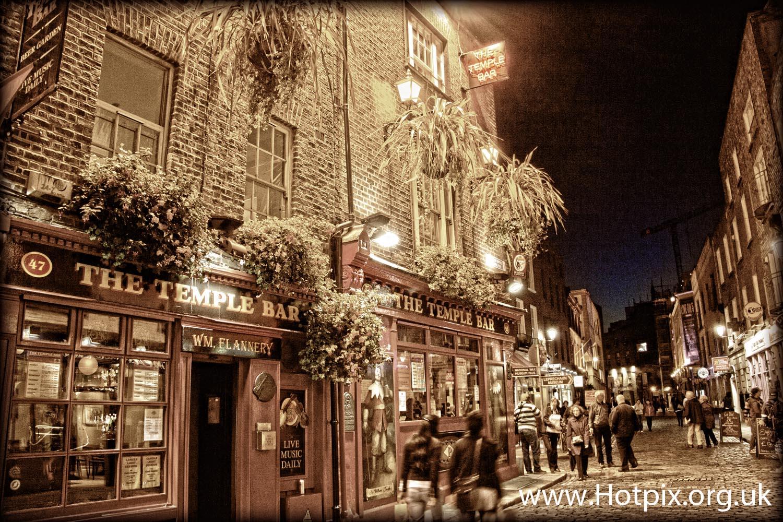 Dublin,Ireland,Irish,Temple,bar,drinking,area,pub,pubs,tourists,selective,color,colour,toned,sepia,TonySmith,TonySmiththat,TonySmithIT,hotpix,dusk,night,shot,nightshot,dawn,movement,tripod,evening,irishness,guiness,drinkers,beer,lager,lout,stag,stagnight,Temple Bar