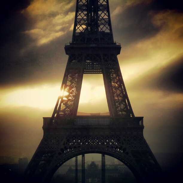 #paris #monamour #tribegram #tour_eiffel #instagram #igersparis #shootermag elle me procure toujours autant de plaisir.