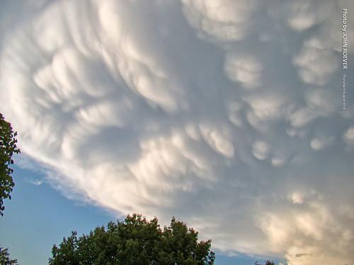 cloud clouds storm stormclouds mammatus mammatusclouds kansas johnsoncounty joco olathe evening summer 2018 august august2018 usa