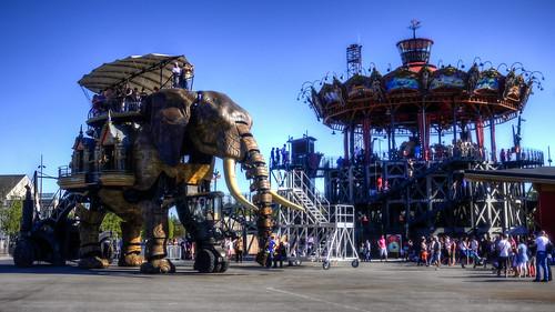 Le caroussel des Mondes Marins et le Grand Elephant   by grand Yann