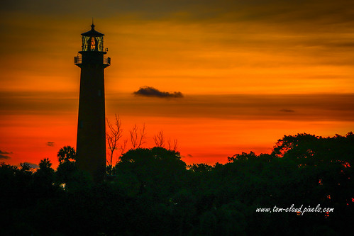 lighthouse light jupiterlighthouse jupiterlight morning dawn sky trees clouds cloudy colorful jupiter florida usa outdoors outside landscape silhouette