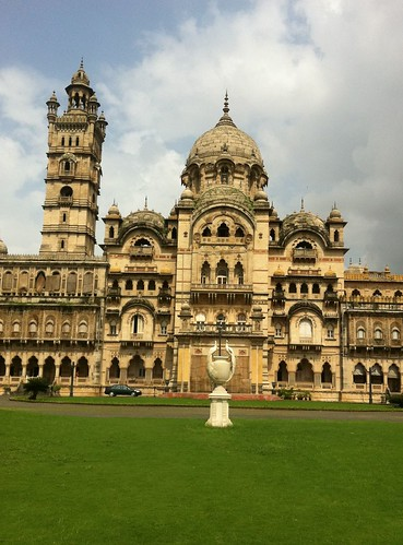 india tower statue museum architecture garden golf asian hotel major asia lakshmi body indian royal style charles palace course thongs palais palast baroda gujarat palacio paleis maharaja landscaped indosaracenic کاخ vadodara mant vilas maratha gujarati laxmi дворец wikimapia gaekwad ગુજરાત गुजरात гуджарат bodythongs غوجارات গুজরাত γκουτζαράτ guyaratグジャラート州ಗುಜರಾತ್구자라트 주ଗୁଜରାଟ ഗുജറാത്ത്古吉拉特邦குசராத் राजमहल ארמון宮殿სასახლე宮殿அரண்மனை