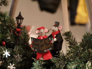 Carolers on the Mouse Wreath