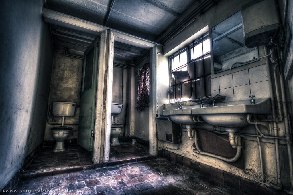 Old Bathroom HDR