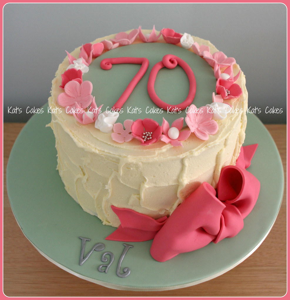 Surprising Mums 70Th Birthday Cake Happy 70Th Birthday Mum Cake Cho Flickr Funny Birthday Cards Online Fluifree Goldxyz