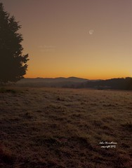 Valley_sunrise_moonsetlr