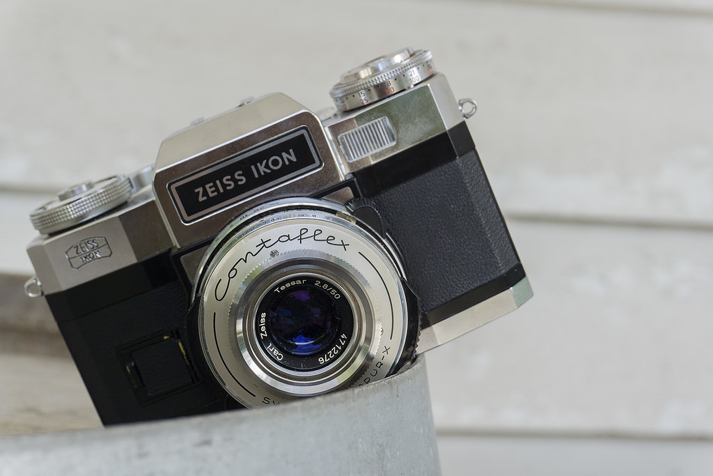 CCR Review 48 - Zeiss Ikon Contaflex Super B | A German SLR