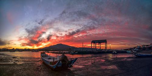 taiwan taipei 八里 八里渡船頭 淡水河 淡水 碼頭 船 sunrise 火燒雲 寬景 panorama widescreen