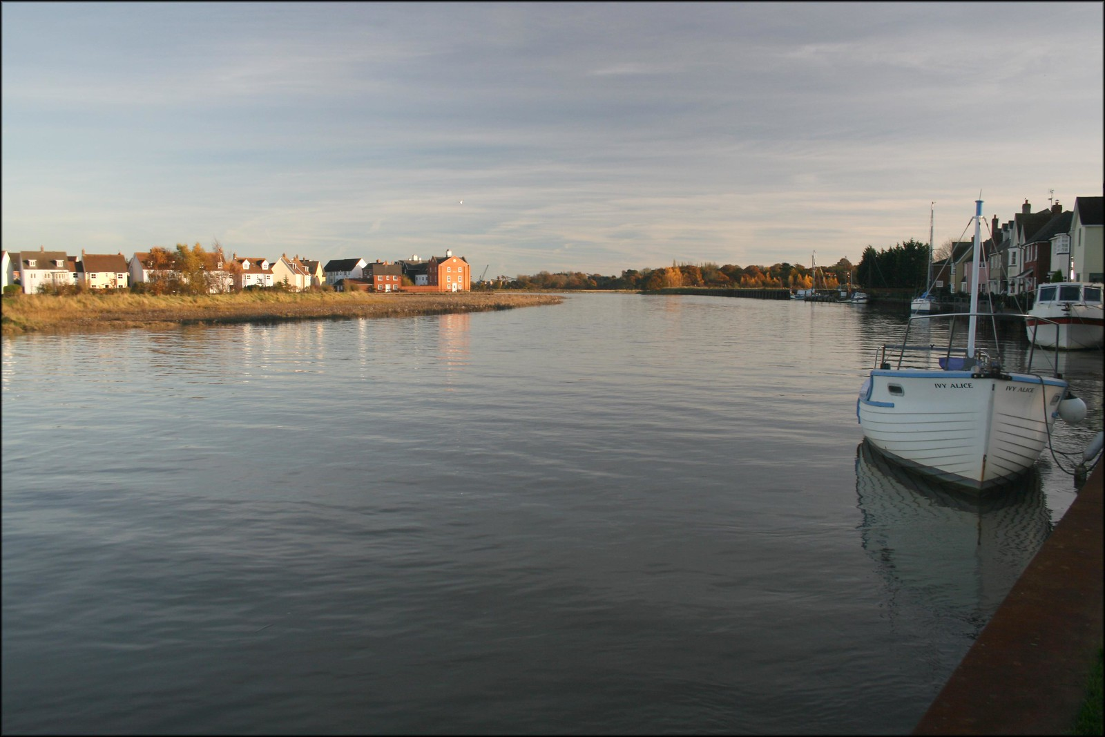 The River Colne at Rowhedge Rowhedge is on the right hand side of the river here whilst Wivenhoe is on the left hand bank.