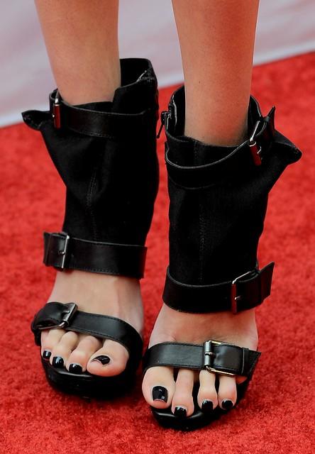 Feet & Shoes (3485)