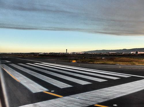 photo oaklandairport oak oakland california sunrise runway controltower tower clouds fromtheplane
