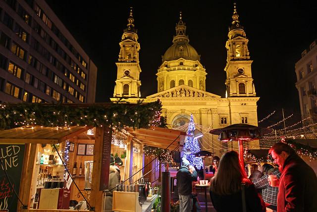 Budapest - the Basilica - chrismas market 7