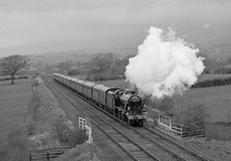 48151 approaches Keld with a returning Skipton - Carlisle charter.
