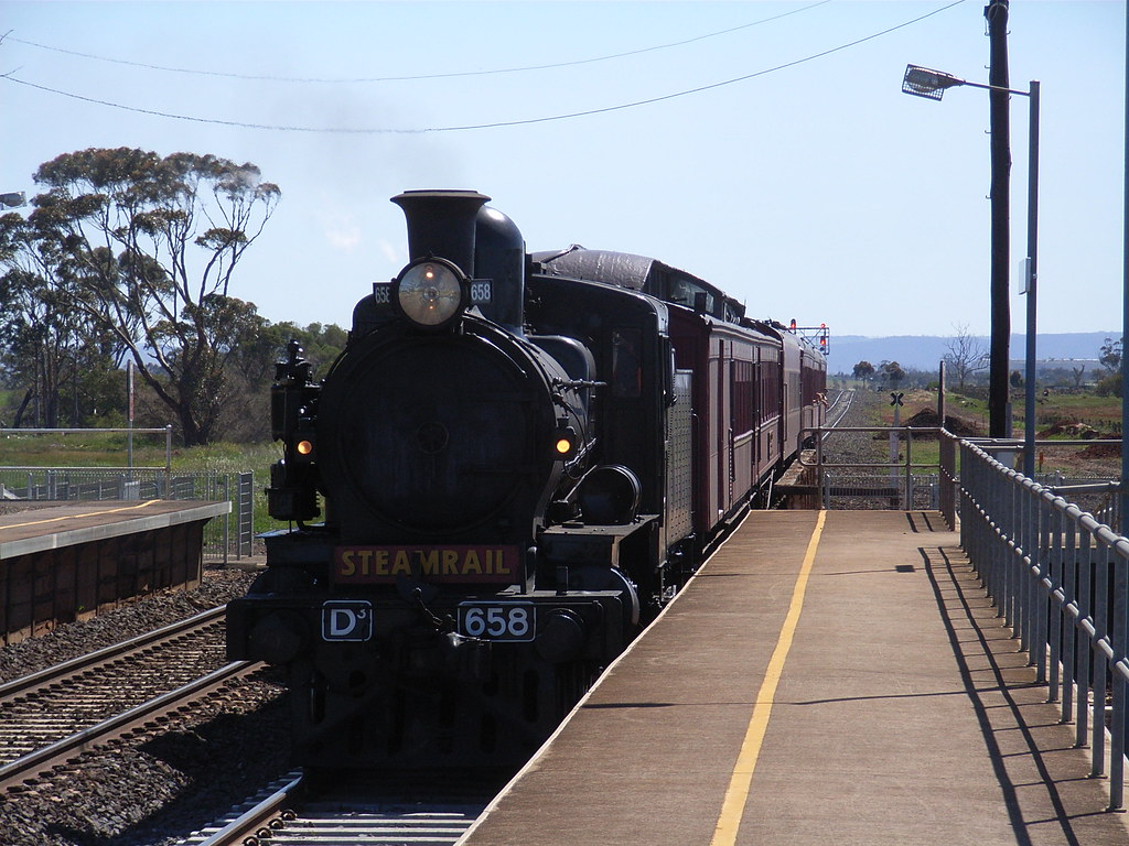 D3 658 makes its way into Rockbank station by bukk05